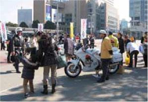 街頭でのキャンペーン風景